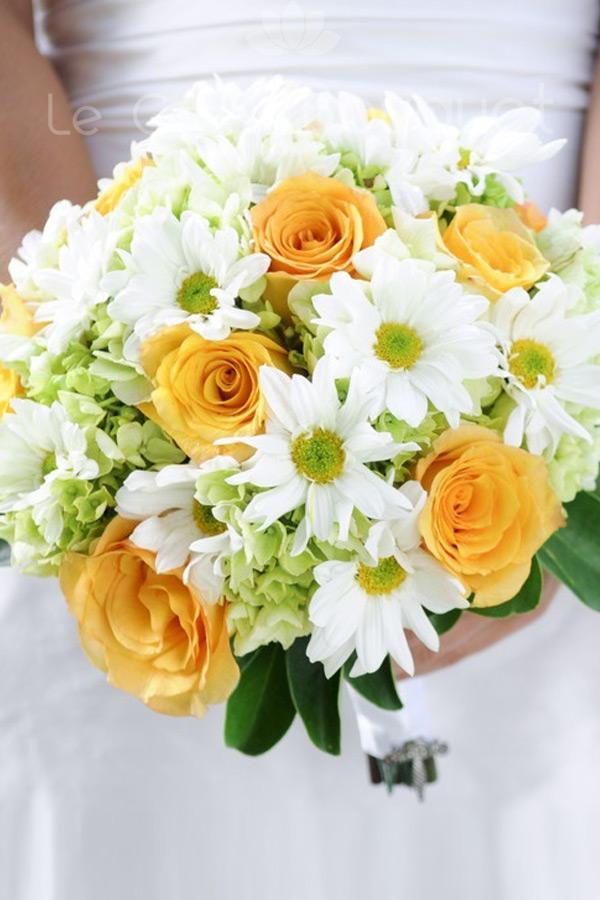 Ortensie Verdi Bouquet: Candele ortensie e rose bianche immagini stock immagine.